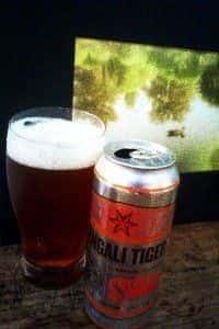 Copo e lata de cerveja  SixPoint Brewery Bengali Tiger IPA