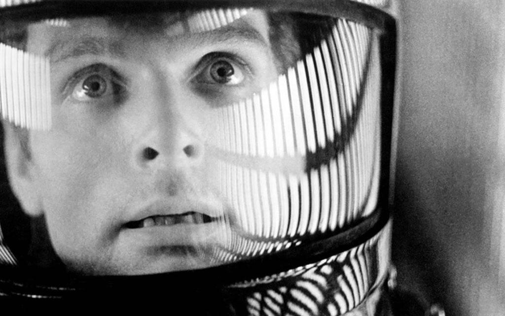 Keir Dullea em cena de 2001, Uma Odisséia no Espaço, de Stanley Kubrick, morto em 1999.