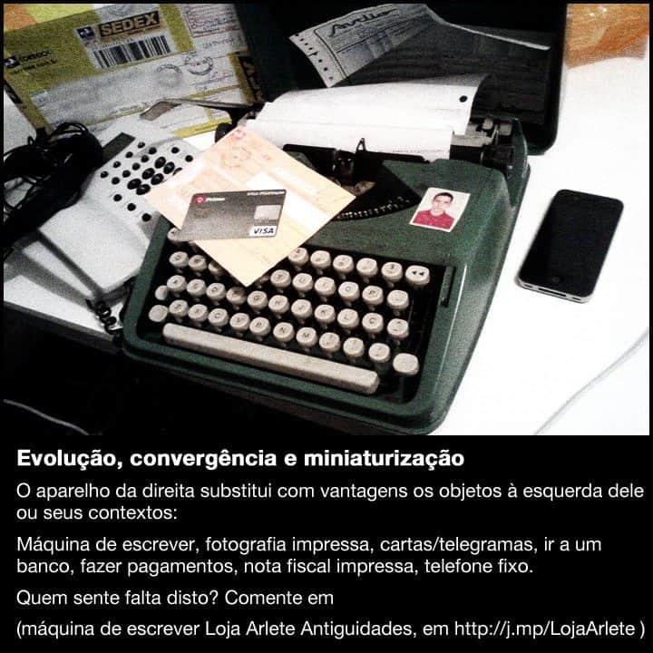 Um iPhone ao lado do objetos que substitui: máquina de escrever, fotografia impressa, cartas/telegramas, cartão de banco, nota fiscal, telefone fixo.
