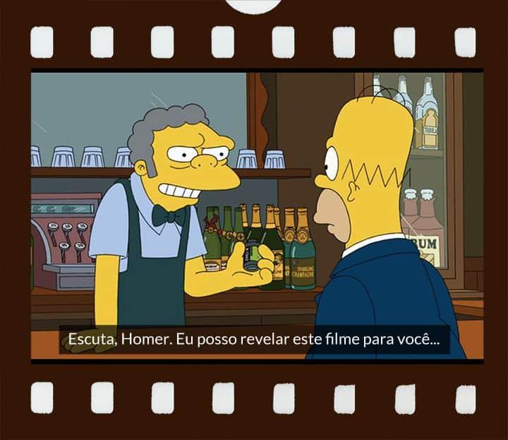 Moe, sorrindo, com filme na mão