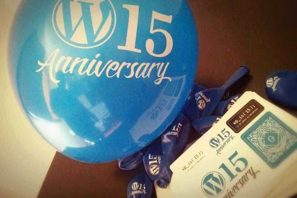 Bexigas (balões) e adesivos customizados WordPress 15 Anniversary